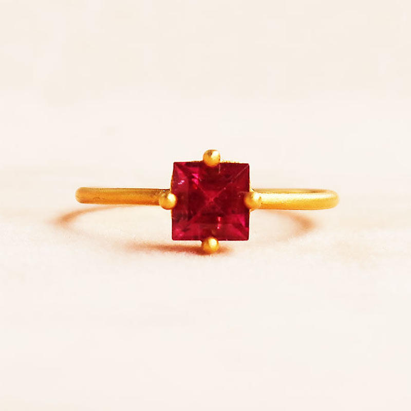 Individual Beauty  { Ring }  red tourmaline. K18