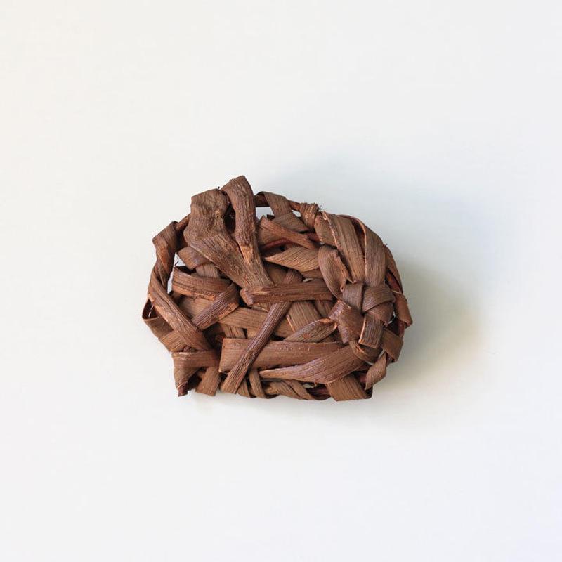 山葡萄の無造作ブローチ ハンドメイド  国産樹皮(岩手県)