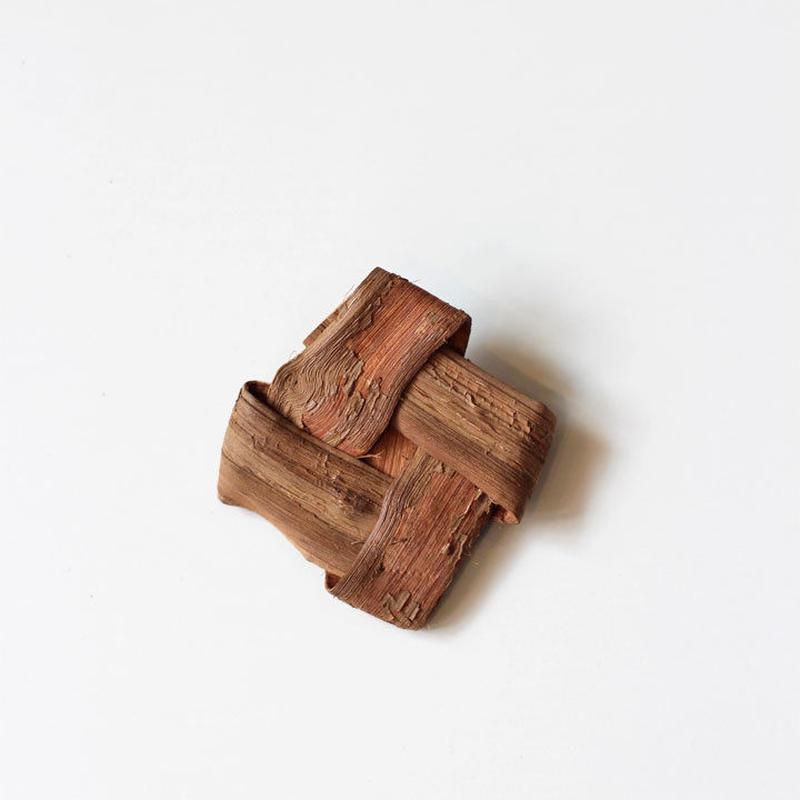 山葡萄の菱型 ブローチ ハンドメイド  国産樹皮(岩手県)