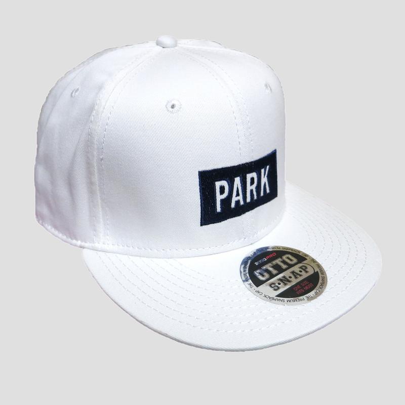 PARK - LOGO Snapback Cap (white/nany)