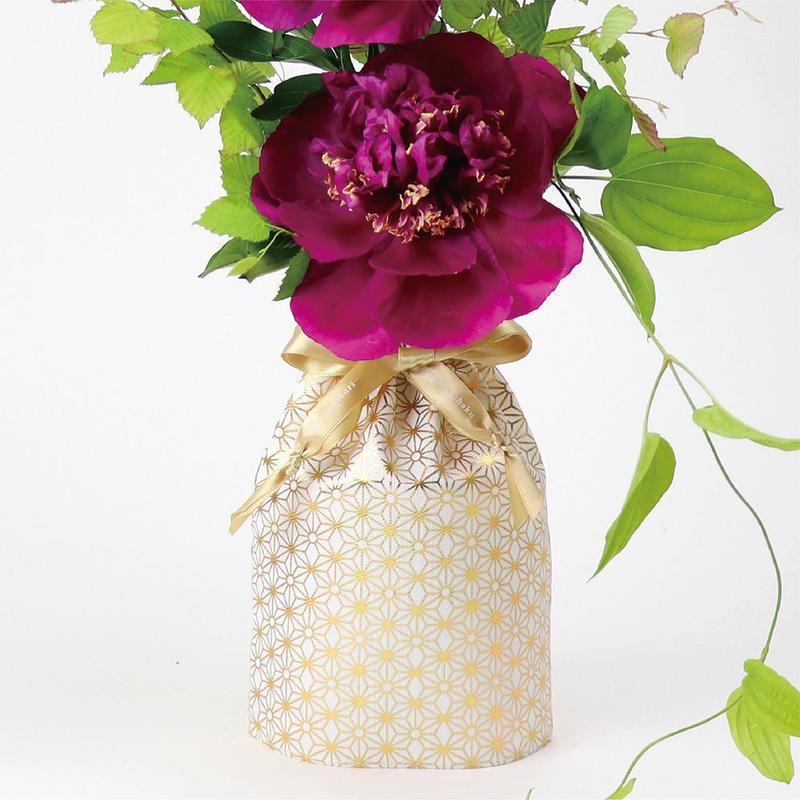 花巾着 (hana kin chaku) |和柄 | M | 麻の葉・金