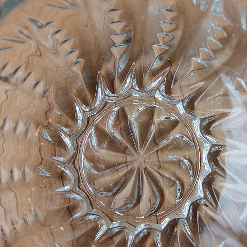 昭和レトロ・プレスガラスの小鉢(leaf)