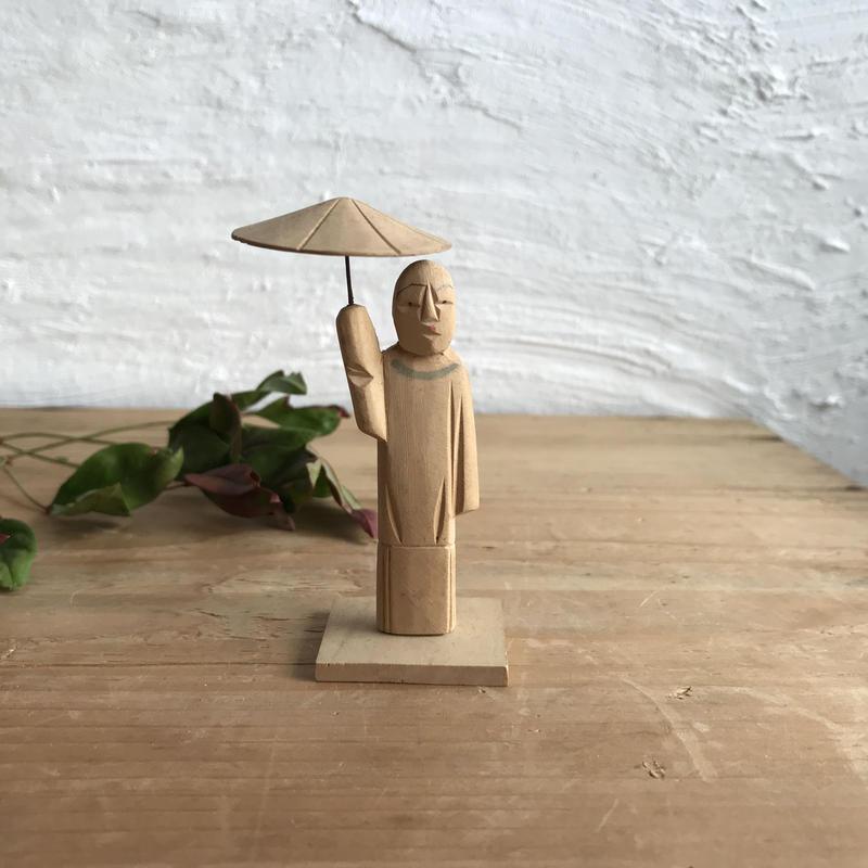 木製の置物◾️佇む人