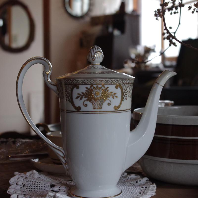 ⊿ Noritake vintage pot