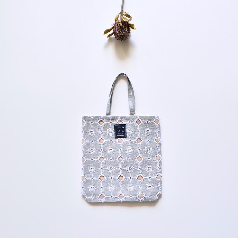 """【 ミナペルホネン 19SS 】XS9442 toast bag """"anemone""""  / light gray"""