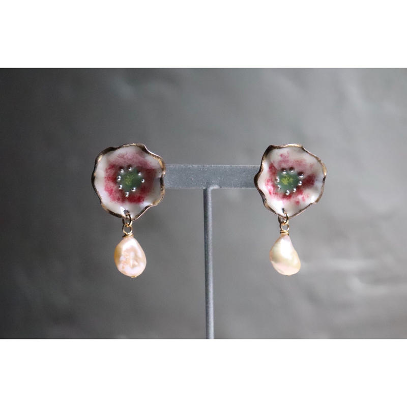 Flower pearl earrings  (Helleborus)