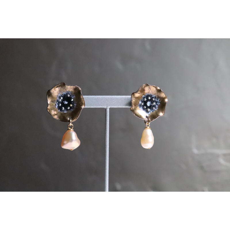 Flower pearl earrings  (Gold)