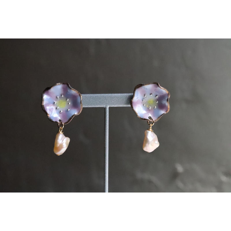 Flower pearl earrings  (blue purple)