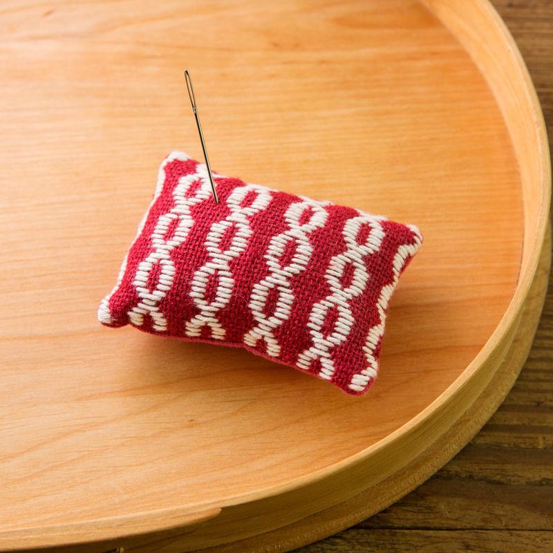 米山知歩さんのこぎん専用布でつくる ピンクッション [apple]