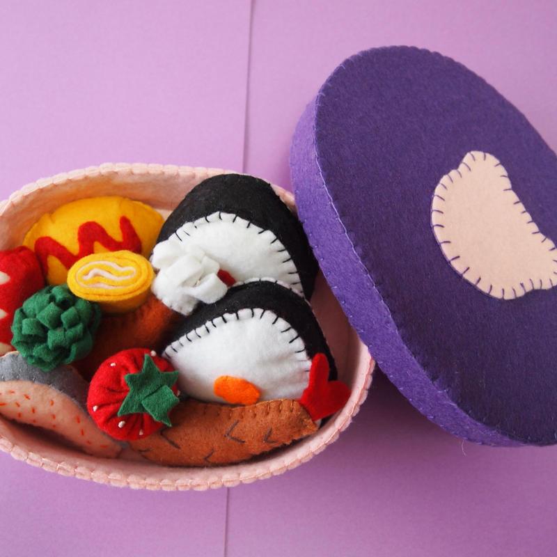 6.フェルトでおままごと   お弁当箱 (紫色・くま)