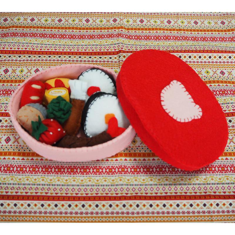 4.フェルトでおままごと   お弁当箱 (赤色・くま)
