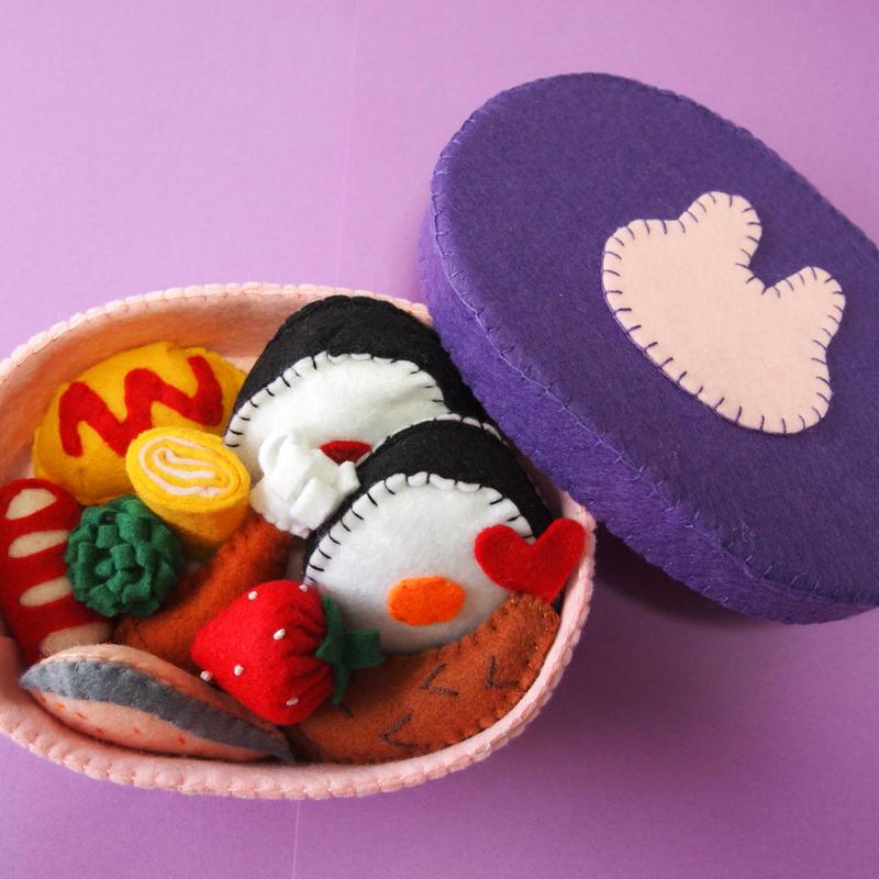 5.フェルトでおままごと   お弁当箱 (紫色・うさぎ)