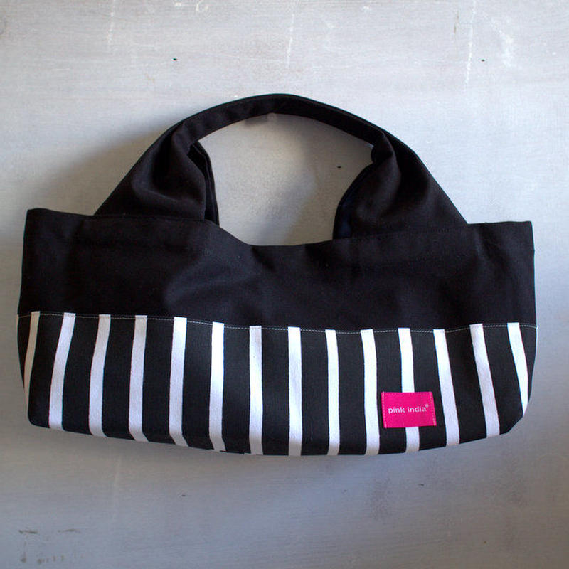 柄は画像通り!boat shape tote bag / black stripe