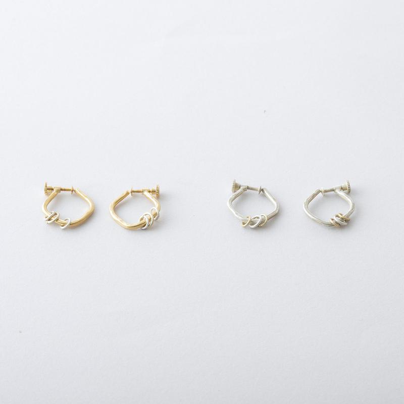 アラウンドハンマープレススクエアフープイヤリング / Brass Hammered square hoop Earring