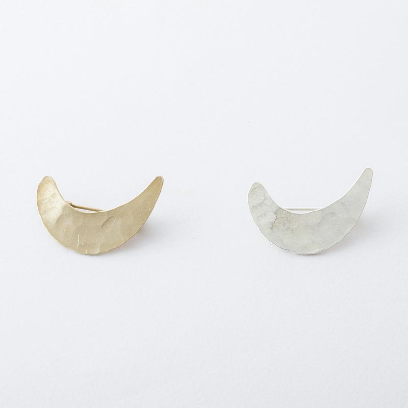 ツチメクレセントブローチ /  Brass Hammered crescent Brooch