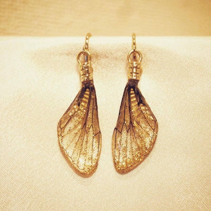 【蝉】Cicada Earring Mini - Glitter Gold -