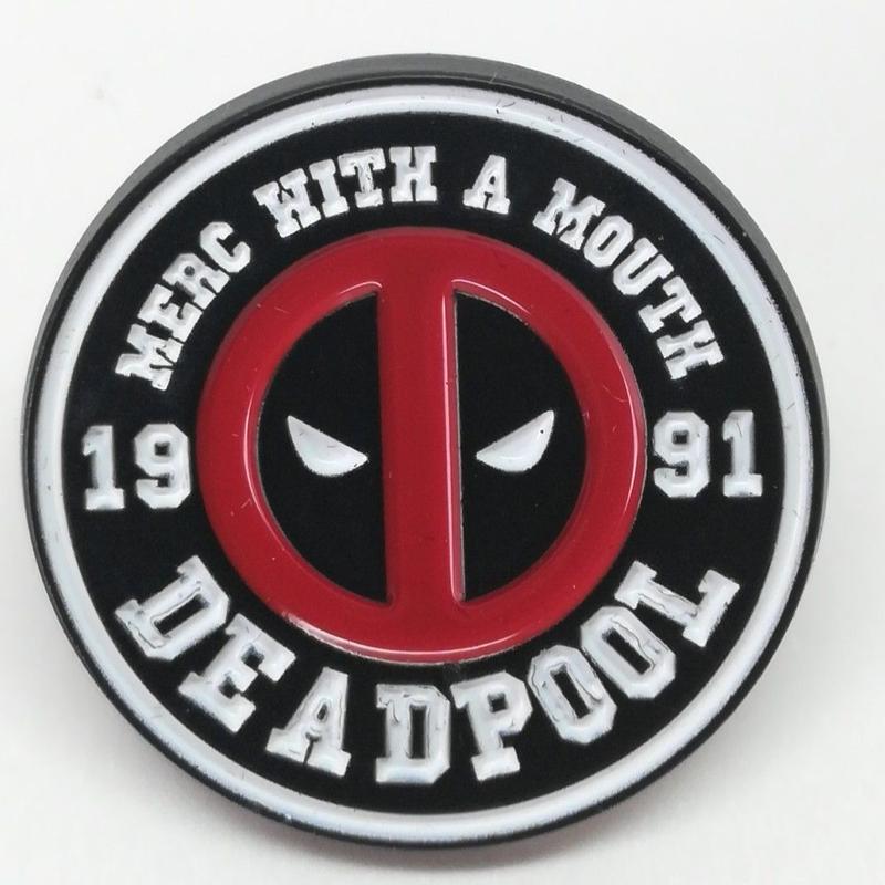 【USA直輸入】 MARVEL デッドプール ロゴ 黒枠 白文字 マスク エナメル ピン マーベル ピンズ ピンバッジ Deadpool