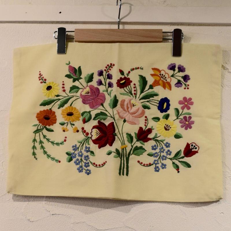 ハンガリー カロチャ刺繍 ピローケース 花束