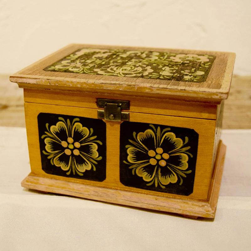 チェコ 木製の小物入れ 花柄