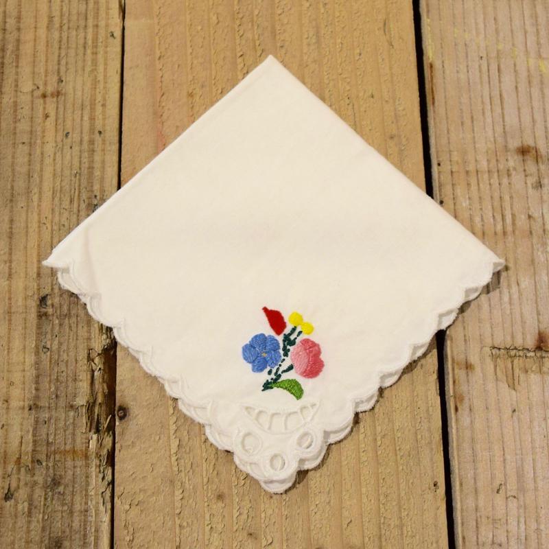 ハンガリー ハンカチ ワンポイントのカロチャ刺繍