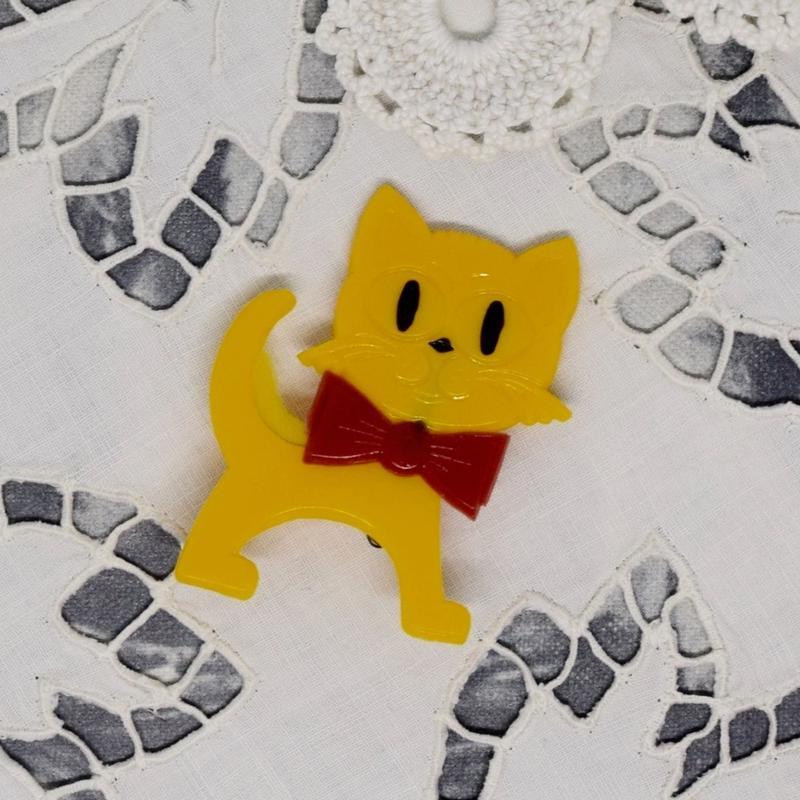 旧東ドイツ 猫バッジ 黄色