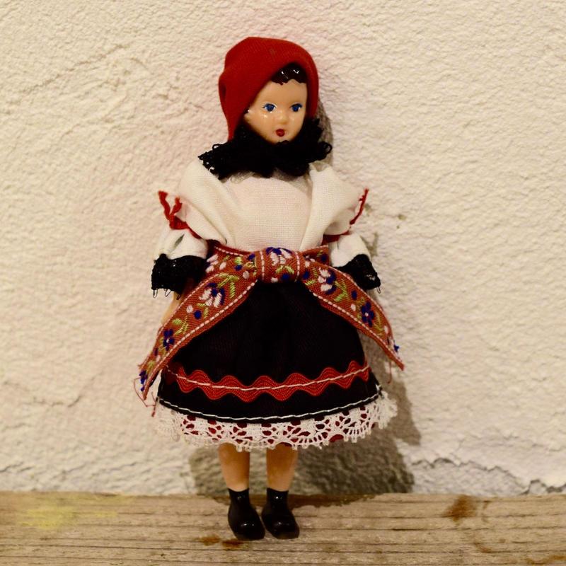 チェコ すらりとした民族衣装のお人形 南モラヴィア地方