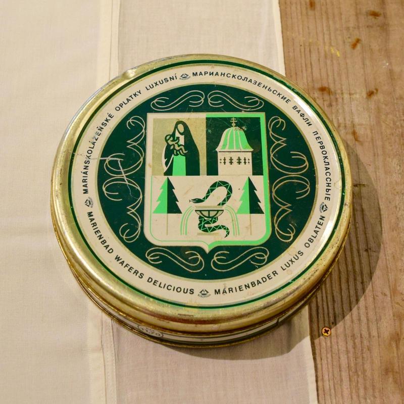 チェコ お菓子の缶 渋い緑