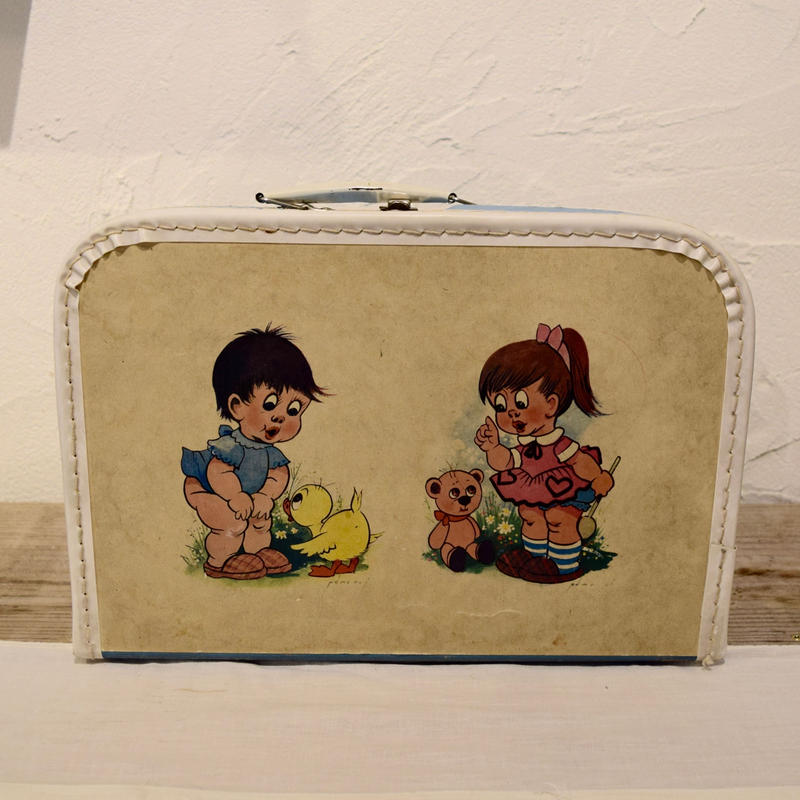 KAZET社 紙製のトランクケース 二人の女の子