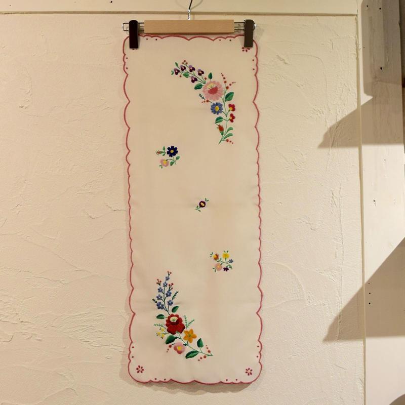 ハンガリー カロチャ刺繍 テーブルクロス 花束と小花2