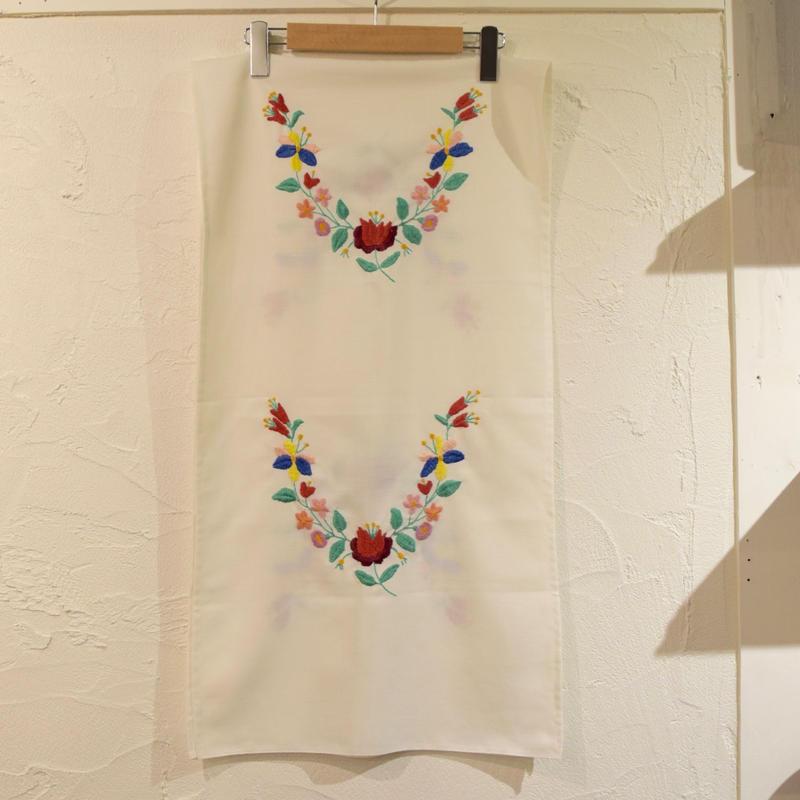 ハンガリー カロチャ刺繍  テーブルクロス ロング