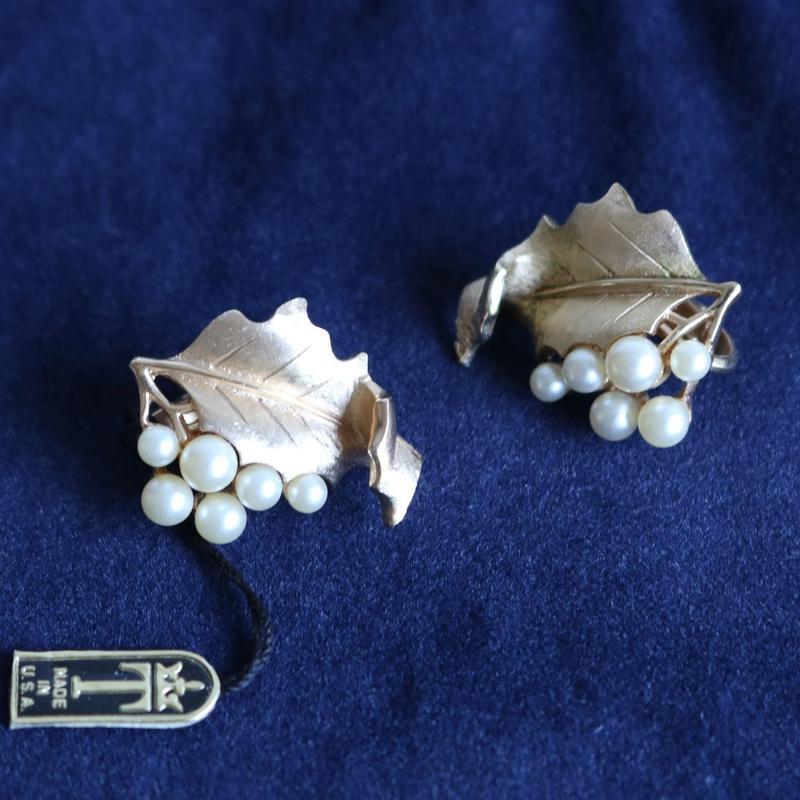 Crown TRIFARI /クラウントリファリ 1960's パールと葉っぱのイヤリング P