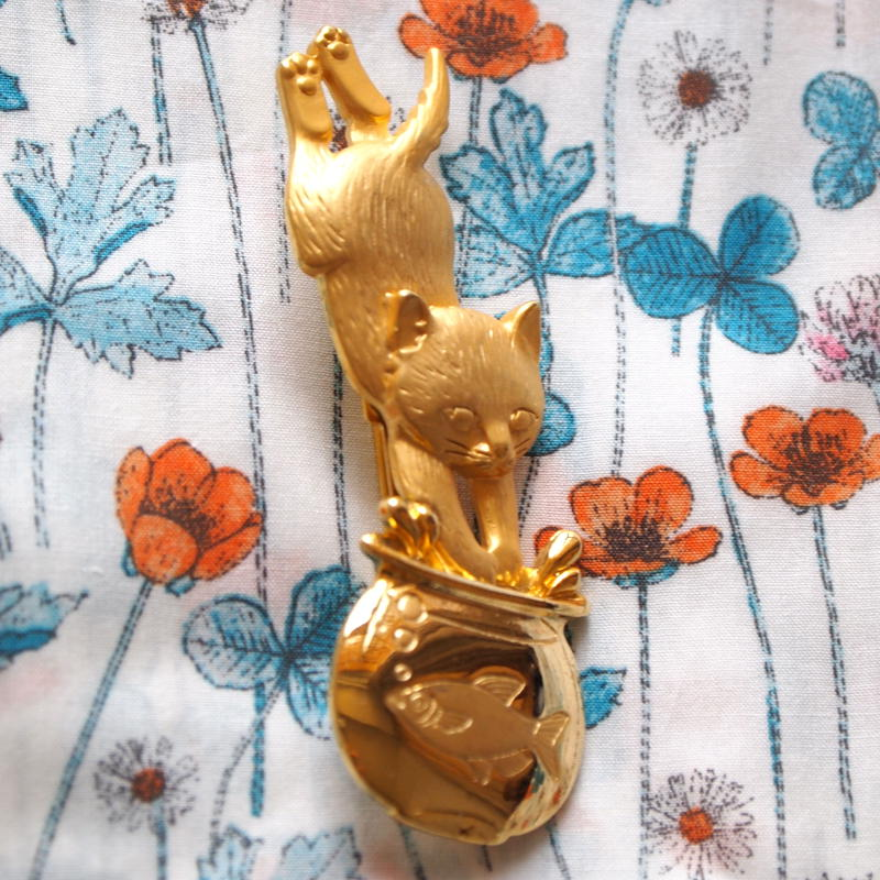 JJ ヴィンテージブローチ 猫とボウル GOLD