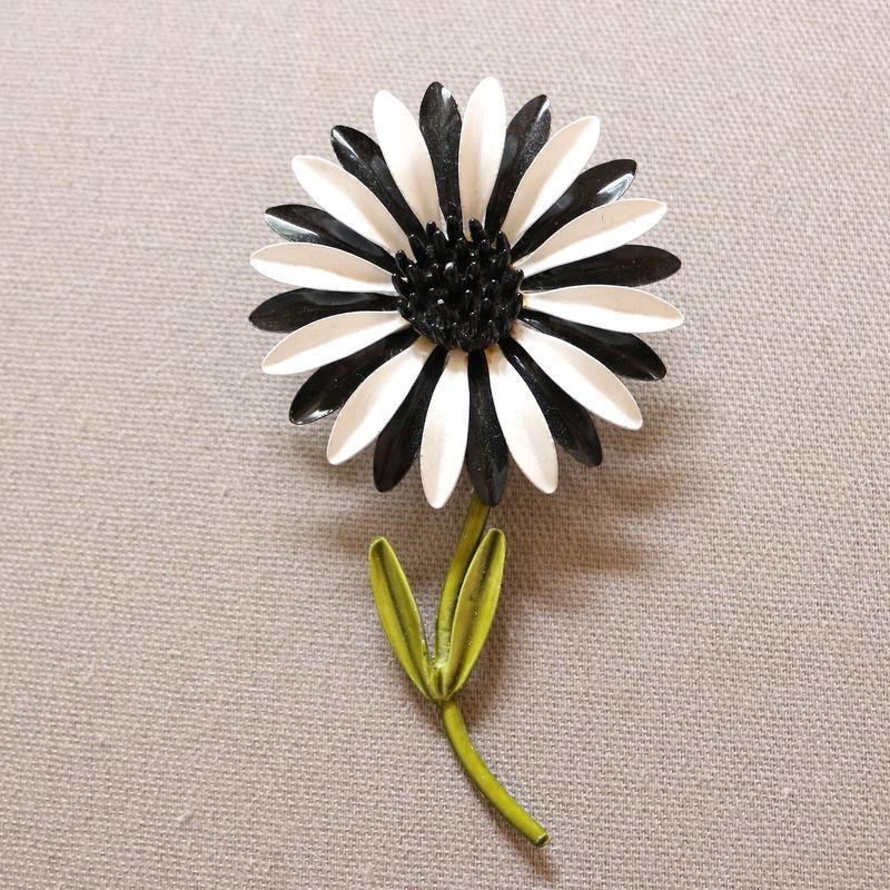 1960s ヴィンテージエナメルブローチ ブラック×ホワイトデイジー L