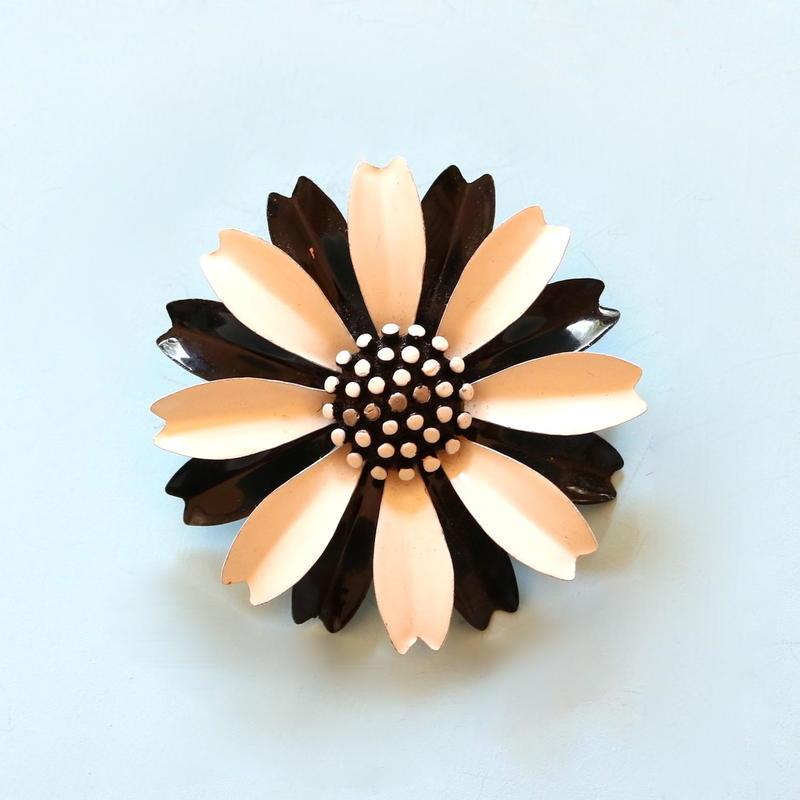Crown TRIFARI クラウントリファリ /1960's ブラック×ホワイトエナメルデイジー ヴィンテージブローチ
