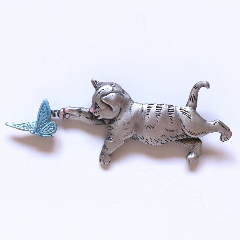 JJ ヴィンテージブローチ 猫と蝶々3   パステル