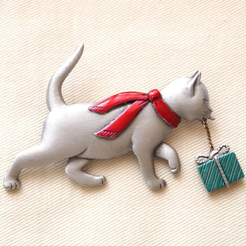 JJ ヴィンテージブローチ プレゼントを運ぶ猫  2