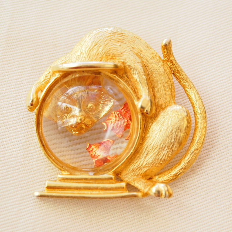 JJ ヴィンテージブローチ 猫と金魚鉢  GOLD