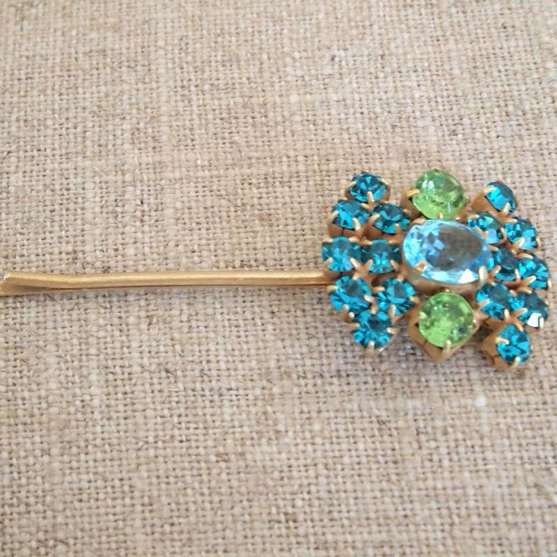 bijou hair Pin aquamarine x peridot green