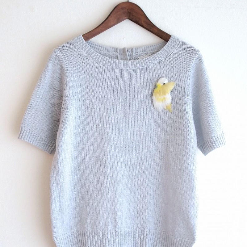 feather bird Pull over  pale grey