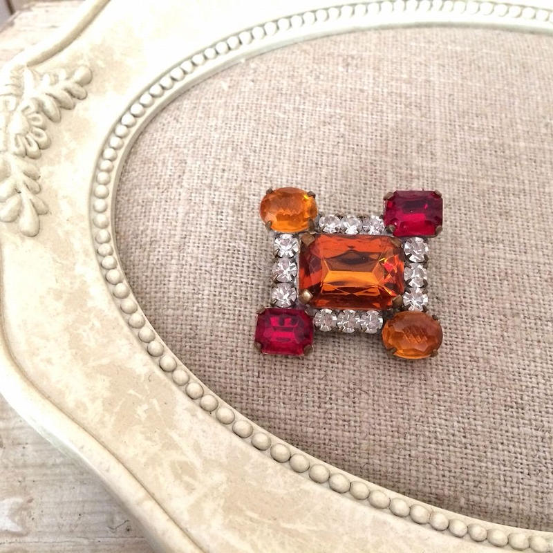 bijou brooch ②  orange x red