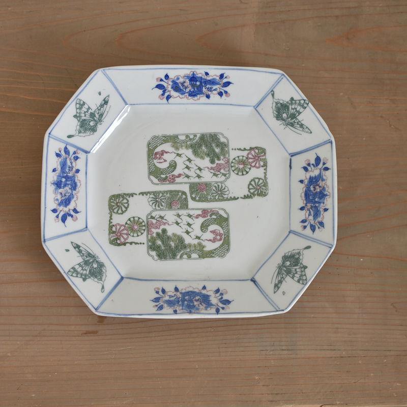 古道具部 印判八角皿 「牡丹と蝶 波に鶴と松 菊」