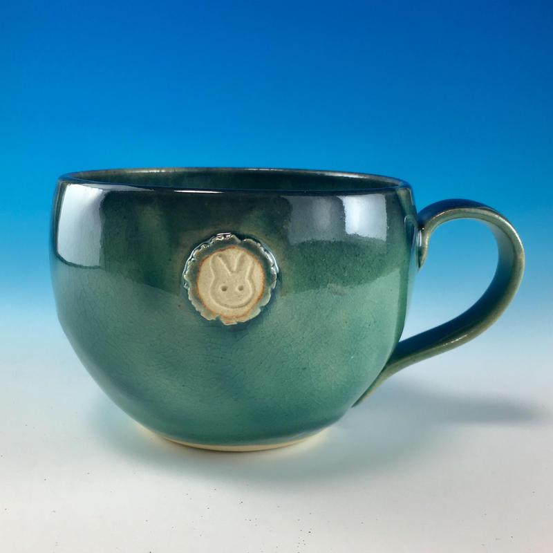 【M193】海の色のマグカップ大(エンブレム付き・うさぎ印)