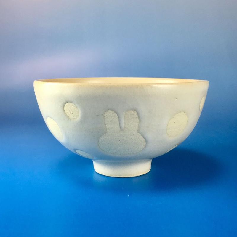 【G010】うさぎ水玉模様のご飯茶碗(白マット・うさぎ印)