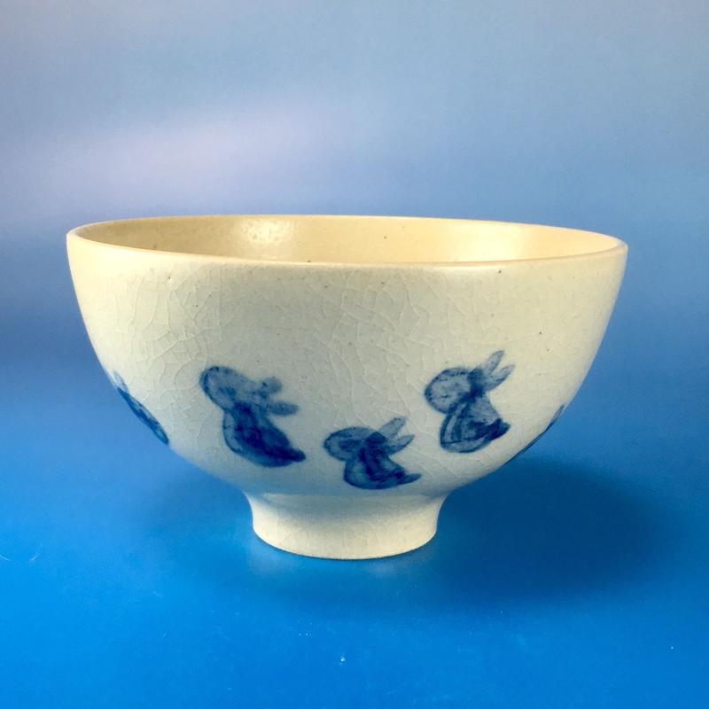 【G004】うさぎ柄のご飯茶碗(呉須手描き・うさぎ印)