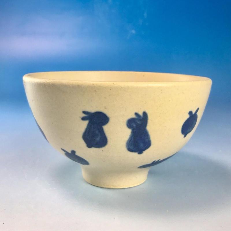 【G068】豆うさぎ柄のご飯茶碗(呉須手描き・うさぎ印)