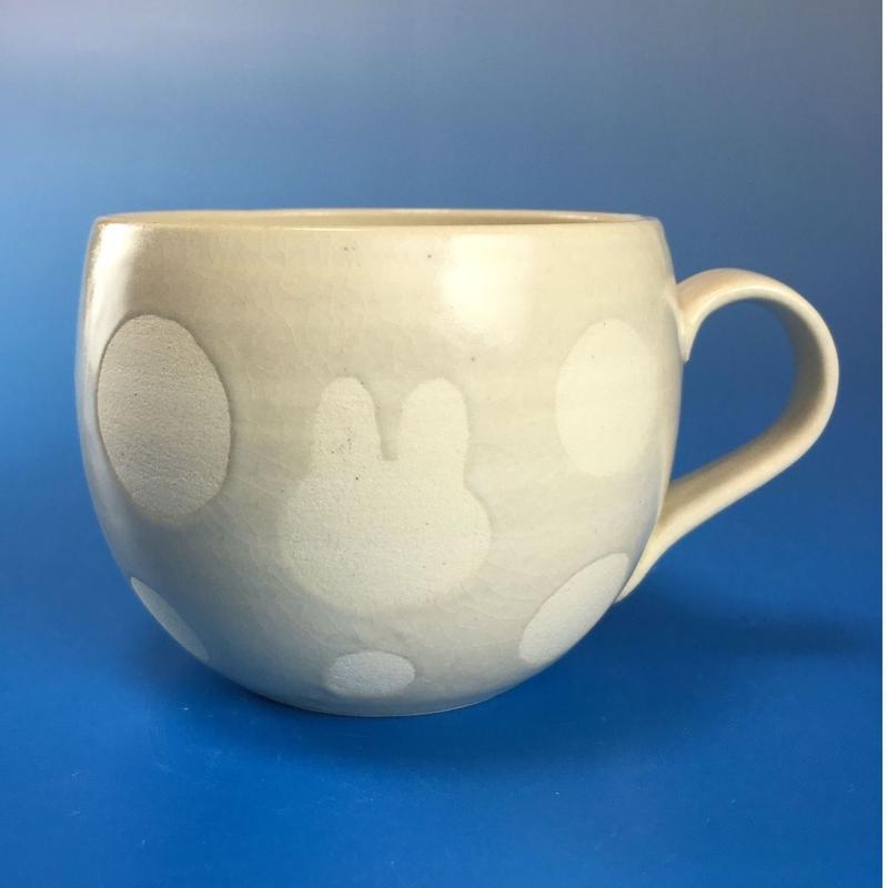 【M039】丸いフォルムのうさぎ水玉模様のマグカップ小(白マット・うさぎ印)