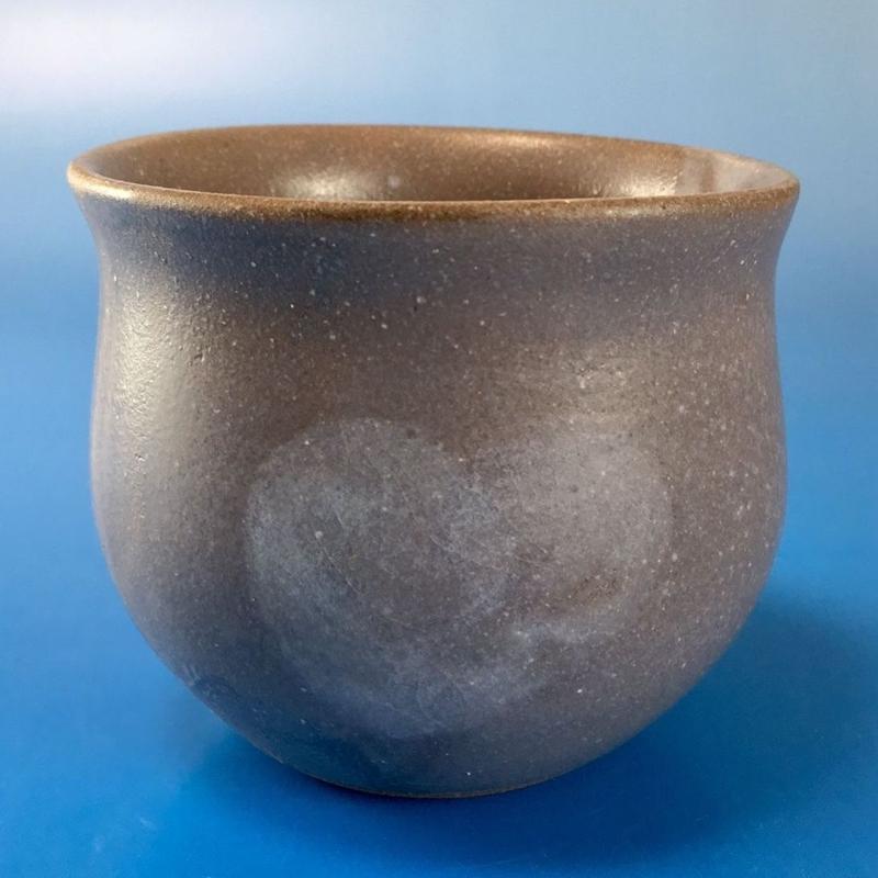 【Y011】秘密のハートの湯呑み茶わん(灰透明釉・酸化)