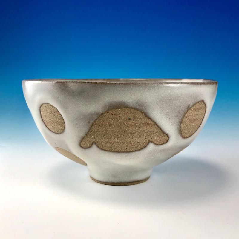 【G093】うさぎ水玉模様のご飯茶碗(白マット・ロップ・赤土・うさぎ印)