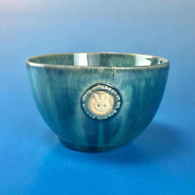 【Y021】海の色の湯呑み茶碗(うさぎ印)