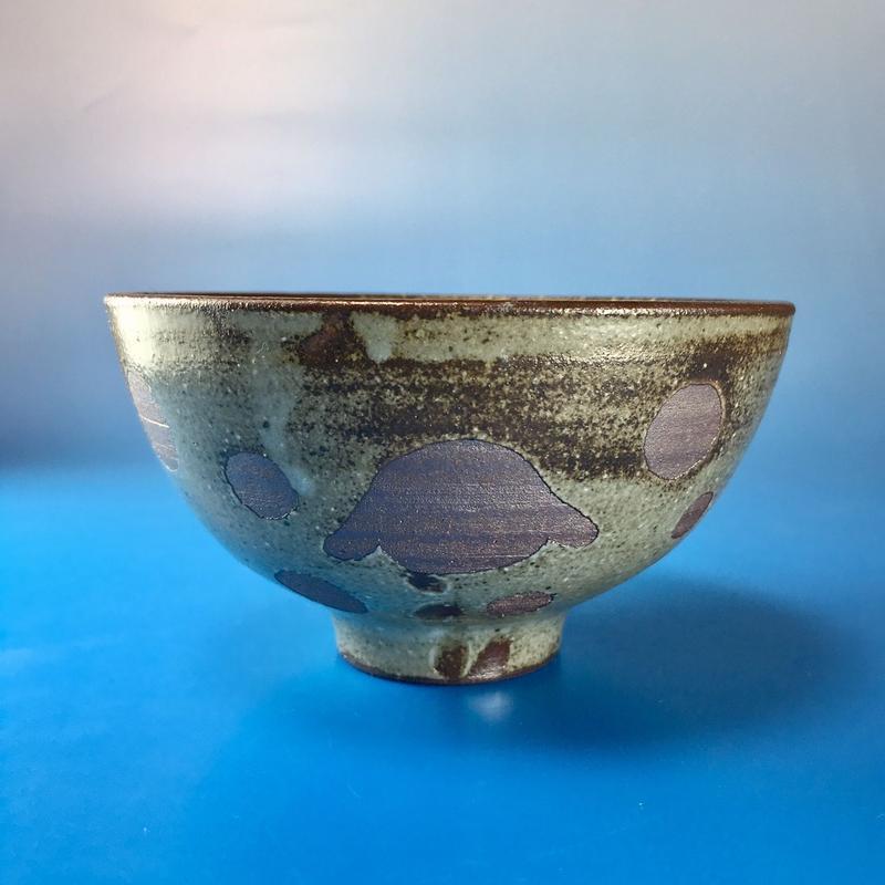 【G006】うさぎ水玉模様のご飯茶碗・ロップ柄(灰茶系・うさぎ印)